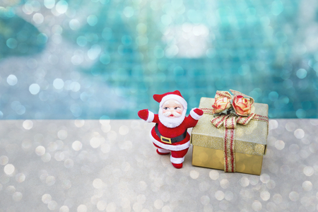 Christmas concept background, Santa Claus with gold gift box Stok Fotoğraf - 87951795