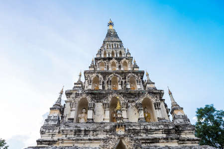 Ancient Thai style pagoda with clear sky, tourist attraction in north of Thailand Imagens