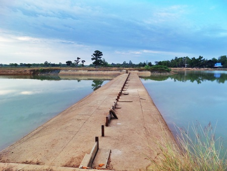 spillway: Emergency spillway