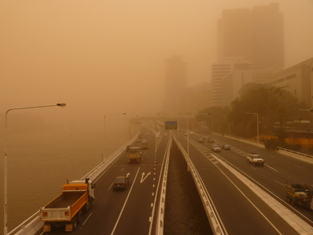 Sandstorm in Brisbane Australia - View of Brisbane CBD and Brisbane River 免版税图像