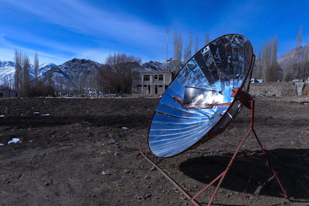 Creative use of solar power to boil water with mountain range in background during winter in Leh,Ladakh,India Zdjęcie Seryjne