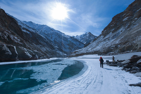 Chadar trek (de bevroren Zanskar-riviertrekking) tijdens de winter in Leh, Ladakh, Kashmir, India.