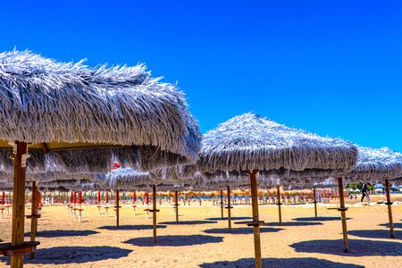 Exploring the eastrn coast around Pescara, Italy filled with golden beaches and tiki umbrellas 版權商用圖片