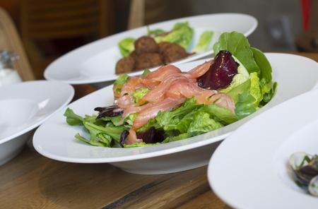 saumon fum�: Salade de saumon fum? Banque d'images