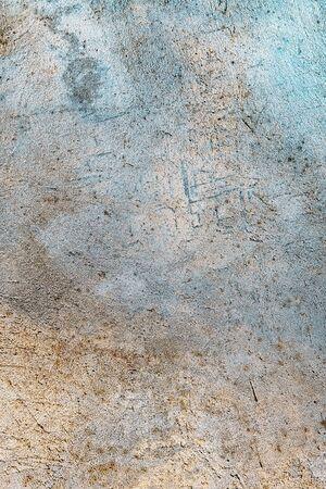 Banner estilizado con espacio para texto. Yeso decorativo de textura de fondo azul y amarillo. Muro de hormigón sucio con iluminación colorida. Placa trasera de grunge abstracto con bordes borrosos.