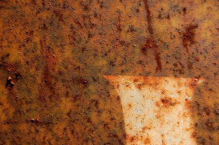 abstrait: Type stencil detail on rusted metal surface. Abstract background texture.