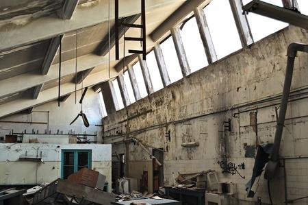 destroyed: Kriegsgesch�ttelten Ausr�stung und verfallenden Interieur einer verlassenen Fabrik.
