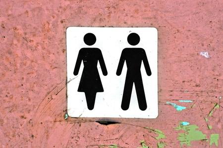 man vrouw symbool: Mannelijke vrouwelijke symbool label op grungy hout achtergrondstructuur. Stockfoto