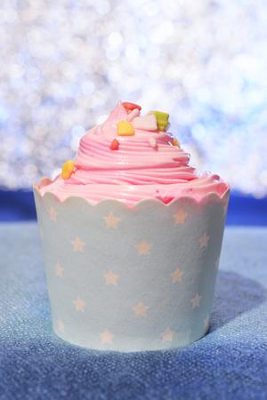 ピンク色のカップ ケーキ 写真素材