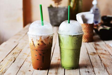 batidos de frutas: café capuchino hielo frappe y té verde Foto de archivo