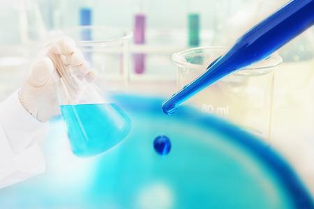 科学実験室で化学的研究 写真素材