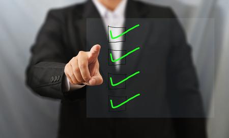 cheque en blanco: lista de control táctil Hombre de negocios Foto de archivo