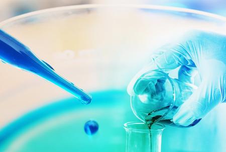 chemisch onderzoek op wetenschappelijk lab