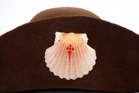 valores morales: camino de peregrino de sombrero de santiago aisladas sobre fondo blanco  Foto de archivo