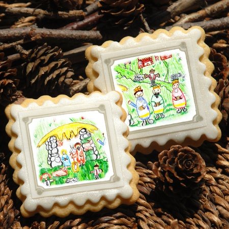 christmas cracker: Christmas cookies, decorated with childrens drawings Magi and Nativity scene Stock Photo