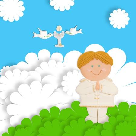 vormsel: eerste communie kaart grappige blond kind, kelk en duif Stockfoto