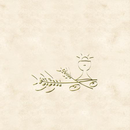 primera comunion: Primera tarjeta de la comuni�n, c�liz de oro y las orejas en la crema de color de fondo Foto de archivo