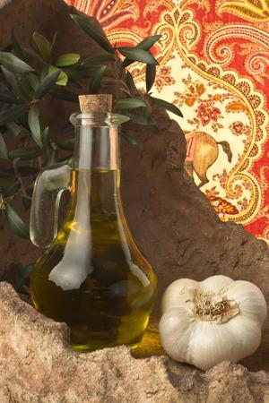 extra virgin olive oil: Extra virgin olive oil flavored with garlic