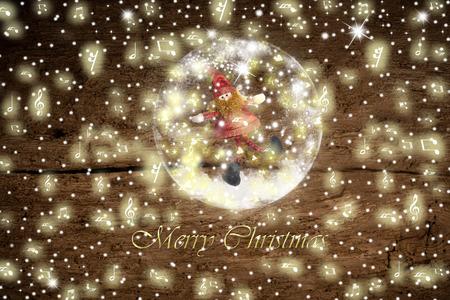 boule de neige: carte de Noël de voeux, Père Noël elf dans une boule de neige en verre, dans une boule de neige en verre et des flocons de neige sur fond vieux bois