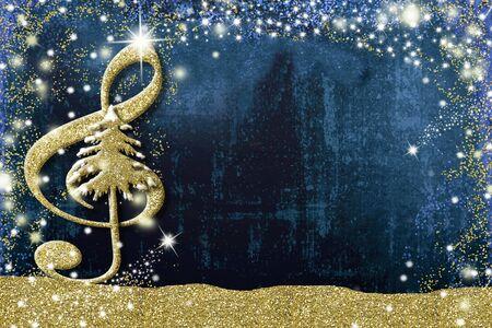 Tarjeta musical de Navidad Clave de sol y árbol de Navidad textura de brillo dorado sobre fondo azul con espacio de copia.
