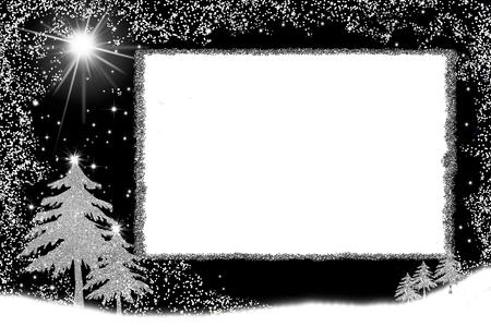 Postal de Navidad, árbol de Navidad dibujado a mano alzada con brillo plateado sobre fondo blanco con espacio para texto o mensaje de menú