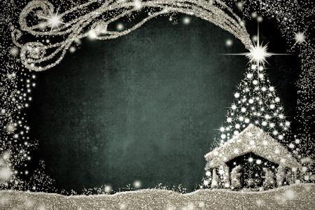 Weihnachtskrippen-Grußkarten, abstrakte Freihandzeichnenzeichnung der Krippe und Weihnachtsbaum mit silbernem Funkeln, dunkler Hintergrund mit Kopienraum. Standard-Bild