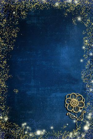 Flor simple dibujada a mano con brillo dorado sobre papel azul grunge con espacio en blanco.