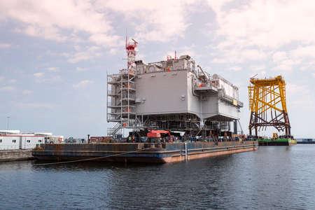 Offshore wind turbine installation platform