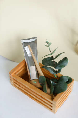 bio-degradable, compostable bamboo toothbrushes in a spa setting. Green concept, zero waste Standard-Bild