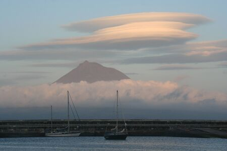 lenticular: Lenticular cloud from the port of Funchal