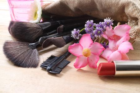 Diverse make-up producten op donkere achtergrond met copyspace Stockfoto - 41460056