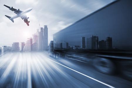 Container truck, vracht vrachtvliegtuig in het vervoer en de import-export commerciële logistiek, scheepvaart industrie Stockfoto - 46785874