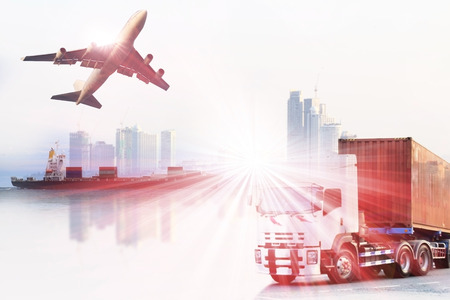transport: container truck, schip in de haven en vracht vrachtvliegtuig in het vervoer en de import-export commerciële logistiek, scheepvaart industrie Stockfoto