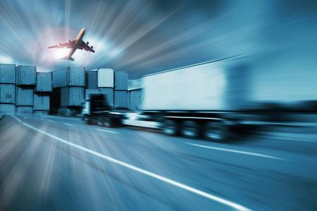 Container truck, vracht vrachtvliegtuig in het vervoer en de import-export commerciële logistiek, scheepvaart industrie Stockfoto - 47606479