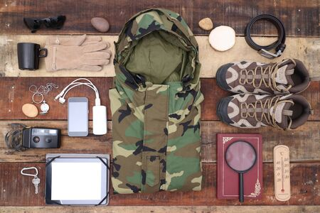travel outdoor camping equipment set on wood background Stockfoto