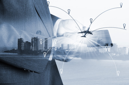 INTERNATIONAL BUSINESS: avión de línea aérea en la trayectoria de vuelo plans.freight avión de carga en el transporte y la logística de importación y exportación comercial, la industria del negocio de envío Foto de archivo