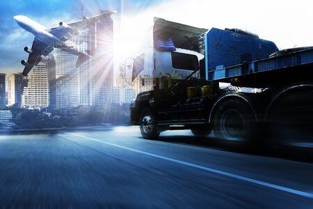 Container-LKW, Fracht Frachtflugzeug in Transport und Import-Export Handels Logistik, Schifffahrt-Industrie Standard-Bild