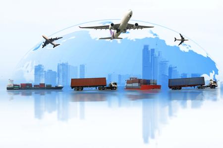 Expédition, voiture de livraison, bateau, transport d'avion sur une carte de fond du monde. Concept de livraison rapide. Livraison Entreprise mondiale de train de marchandises cargo pour exportation logistique, concept de logistique d'entreprise, transport de fret aérien, transport ferroviaire