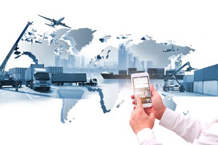Transporte, importación-exportación, logística comercial, industria del transporte marítimo, camión contenedor, barco en puerto y avión de carga.
