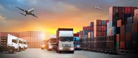imagen de la logística, hay camión contenedor, avión para la industria de importación y exportación