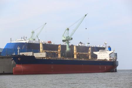 Fixation et réparation du grand navire dans un chantier naval, Thaïlande