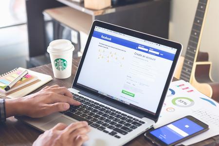 BANGKOK, THAILAND - 5. März 2017: Login Bildschirm Facebook Icons auf Apple Macbook pro. größte und beliebteste Social-Networking-Site der Welt.