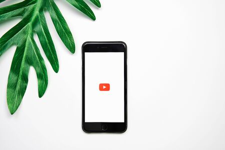 BANGKOK ,THAILAND - March 21, 2018 : screen displays the Youtube app icons on Apple iPhone. YouTube is the popular online video-sharing website. Redakční