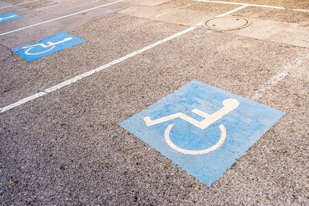 The background of disabled parking permit sign painted on the street, also known as the pavement of handicap with wheelchair parking Standard-Bild