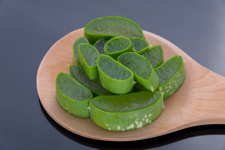 neutralize: aloe vera on wooden scoop.