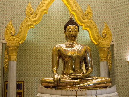 wat traimit: The Golden Buddha is the temple