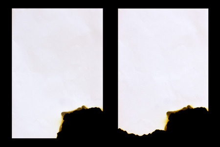 papel quemado: Papel quemado aislado en un fondo negro