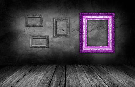 https://us.123rf.com/450wm/sittipong/sittipong1603/sittipong160300017/55222592-paarse-frame-op-grijze-stenen-muur-achtergrond-in-interieur-kamer-.jpg?ver=6