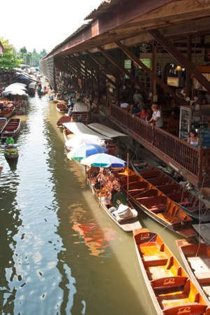 Damnoen Saduak floating market Stock Photo - 12849143