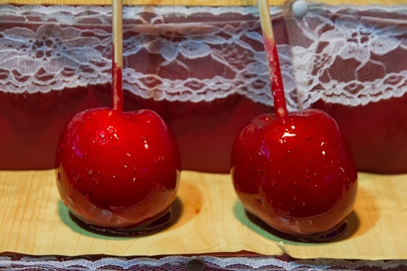 expositor: Manzanas piruleta sumergen en expositor justo